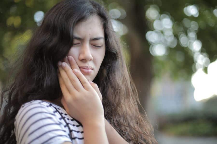 É eficaz usar óleo de CBD para dor de dente