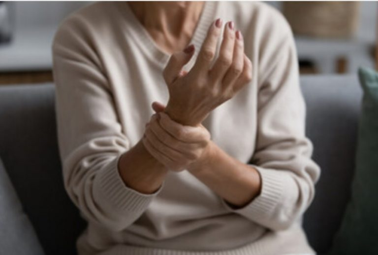 Late onset rheumatoid arthritis in the elderly: features of the course of the disease